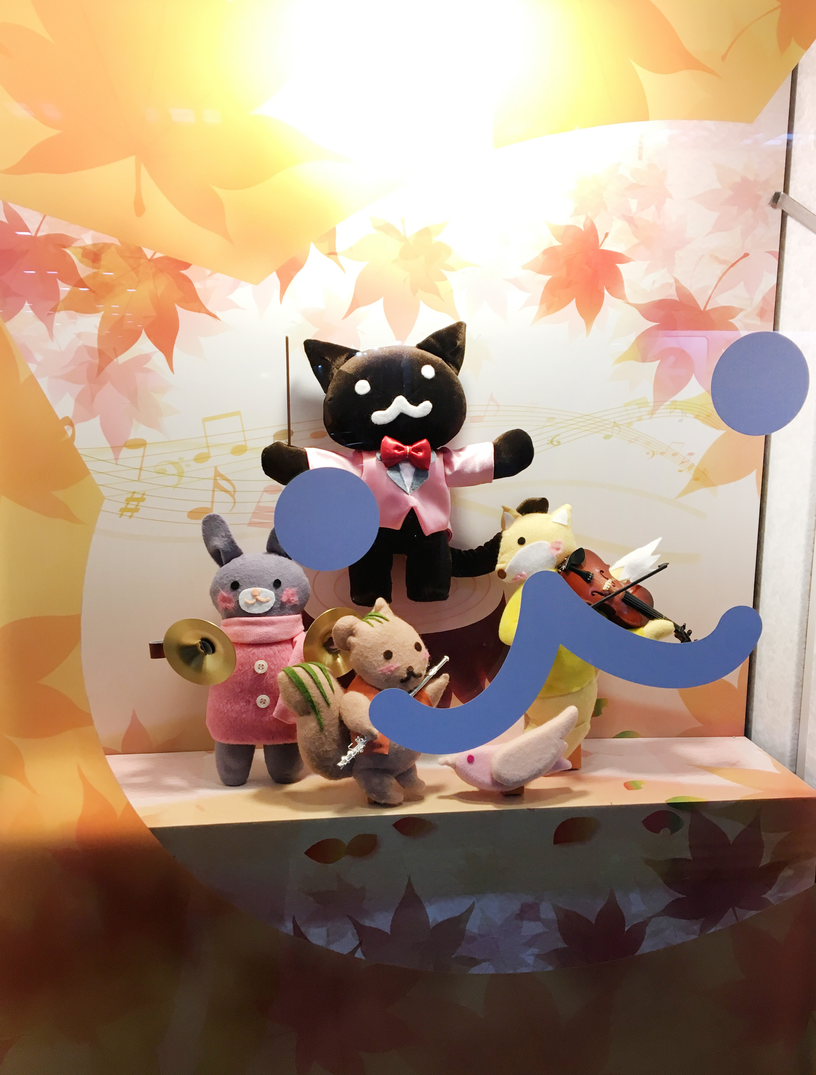 かわいい人形が得意のスタジオセサミ製作の半立体の人形達。イラストのイメージそのままに配色など、細かいこだわりがみごと!